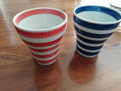 ペアのカップ