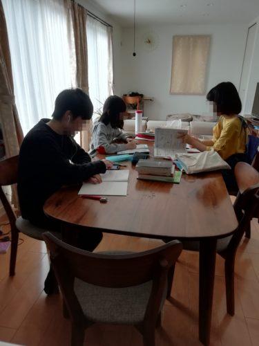 休校中の勉強スペース