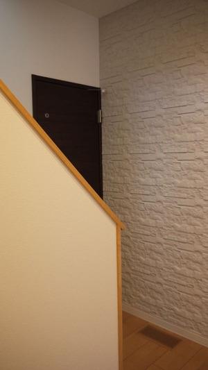 玄関から階段・トイレへ